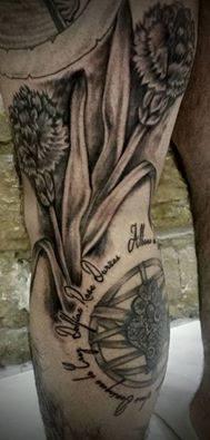 Tatouage Lyon Tatoueur Shop Pick Tattoo Fleur Oeillet Studio Pick