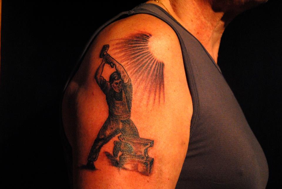 tatouage lyon tatoueur shop pick tattoo forgeron studio pick tattoo lyon. Black Bedroom Furniture Sets. Home Design Ideas