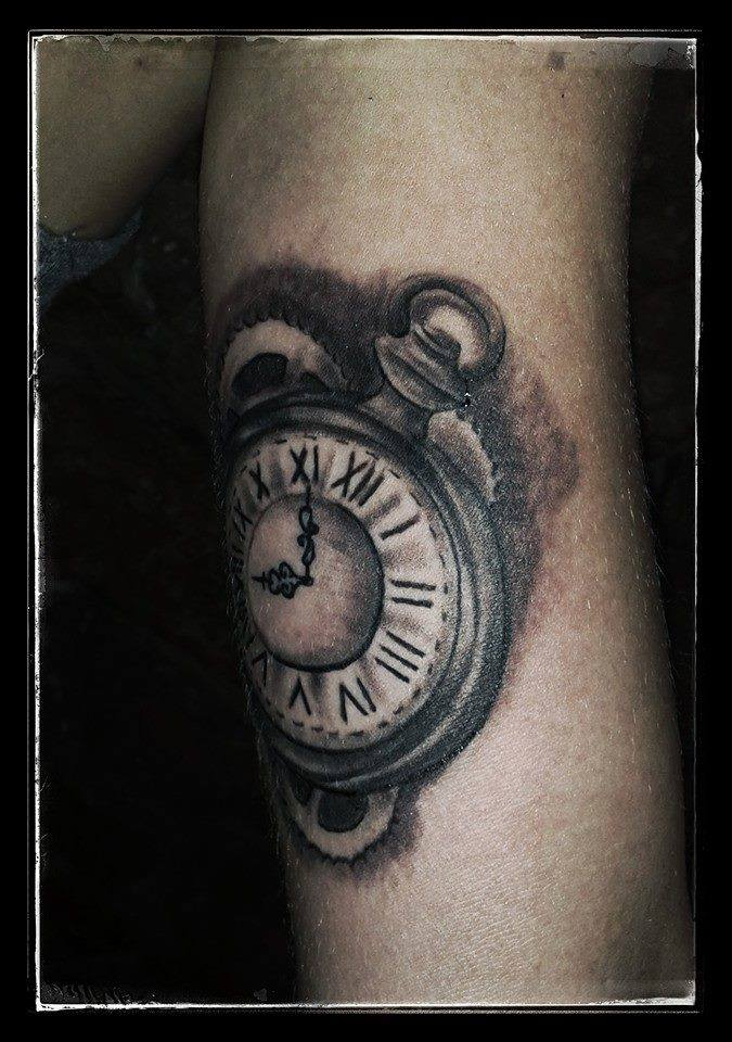 Tatouage lyon tatoueur shop pick tattoo montre gousset - Montre a gousset tattoo ...