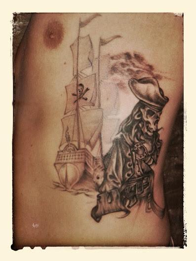 tatouage lyon tatoueur shop pick tattoo pirate bateau caravelle studio pick tattoo lyon. Black Bedroom Furniture Sets. Home Design Ideas